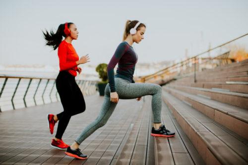 Entrenamiento personal de pilates en la calle